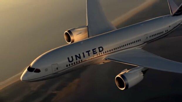 """""""Je skvělé, když vaše dítě zažívá stejný úžasný zážitek"""": Matka pomohla dceři pilotovat komerční letadlo"""