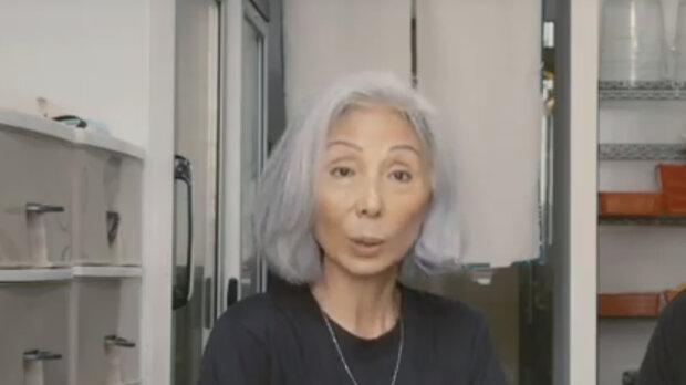 Po odchodu do důchodu se žena rozhodla přestat stárnout: jak žije populární model důchodového věku, který neskrývá vrásky a šedé vlasy