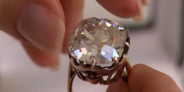 """Dívka si na pouličním trhu koupila prsten s obrovským sklem: klenotník doporučil zkontrolovat """"kamínek"""""""