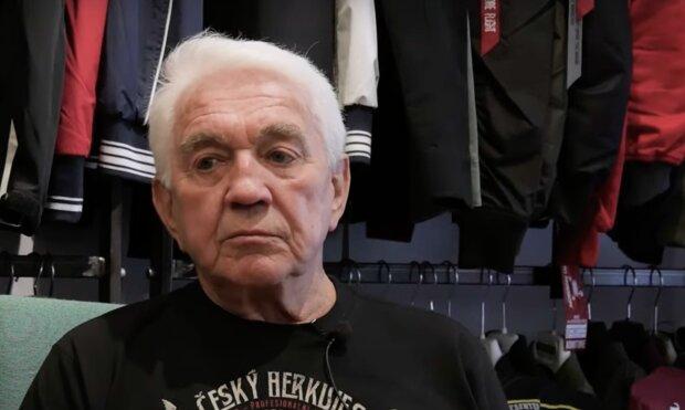 """""""Jirka občas zapomíná, že je mu třiaosmdesát"""": Krampol skončil v nemocnici. Jak je na tom teď"""