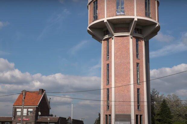 Bratři přeměnili starou vodárenskou věž na víceúrovňový byt