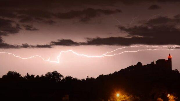 Česko zasáhnou silné bouřky:ČHMÚ vydal výstrahu. Jakých teplot se dočkáme