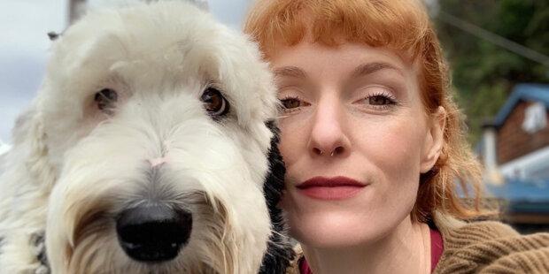 Majitelka  naučila psa mluvit: jak dívka dosáhla takové komunikace se čtyřnohým přítelem