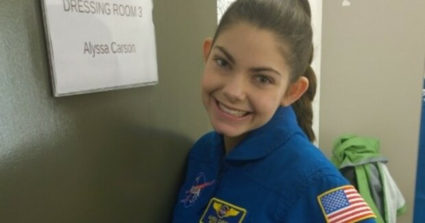 Jak se holka, které je sedmnáct let se čtrnáct z nich připravuje na odlet na Mars