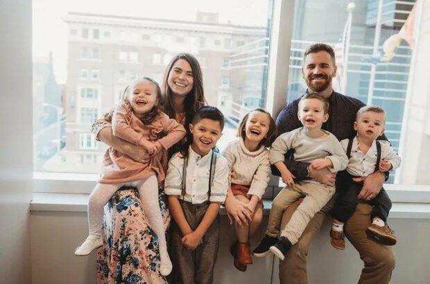 Pár adoptoval čtyři děti - než se dozvěděl, že bude mít čtyřčata