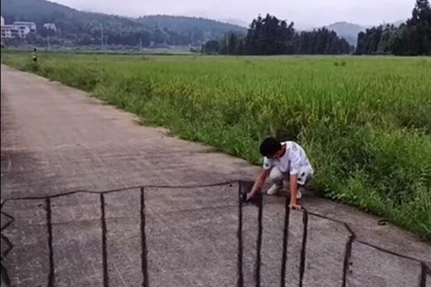 Hyperrealistické kresby křídou na asfaltu: umělec vytváří iluze, které mají lidé po celém světě rádi