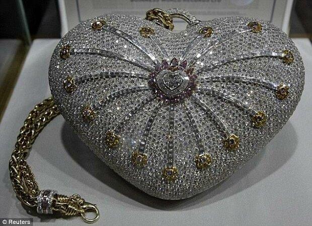 Nejdražší krokodýlí kožená taška s diamanty na světě se plánuje prodat za 5,5 milionu eur, podrobnosti