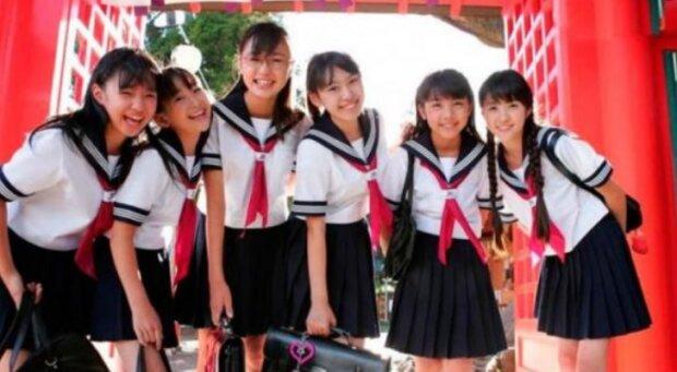 Historie školní uniformy: jak se změnil styl studentů v různých zemích světa
