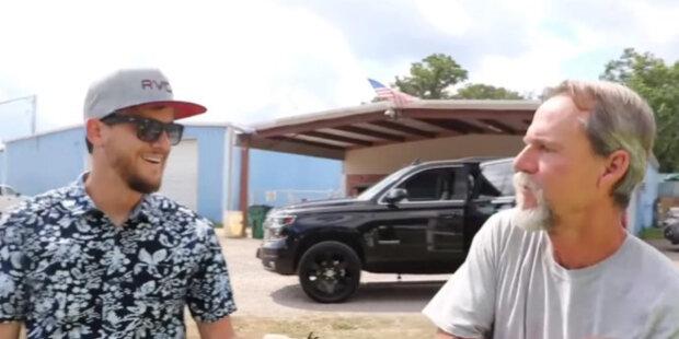 Dva roky hledání dárku: Syn dal tátovi auto, o kterém celý život snil