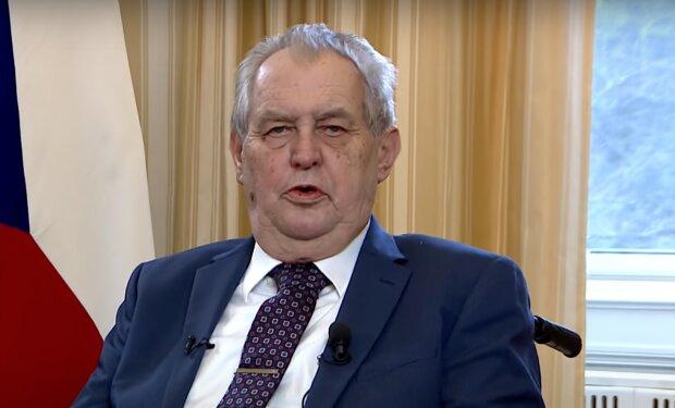 """""""V nemocnici byl v posledních letech několikrát"""": Miloš Zeman je v nemocnici. Co se stalo"""