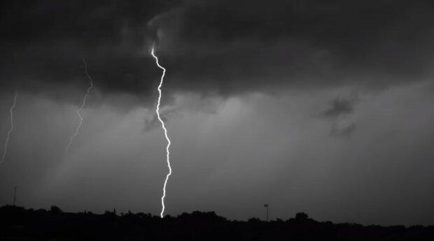 Meteorologové varují před bouřkami: Kde se očekávají přeháňky a přívalové deště. Předpověď počasí na příští dny