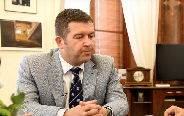 Světlo na konci tunelu: Jan Hamáček řekl, kdy nebude potřeba formulář na cestování mezi okresy
