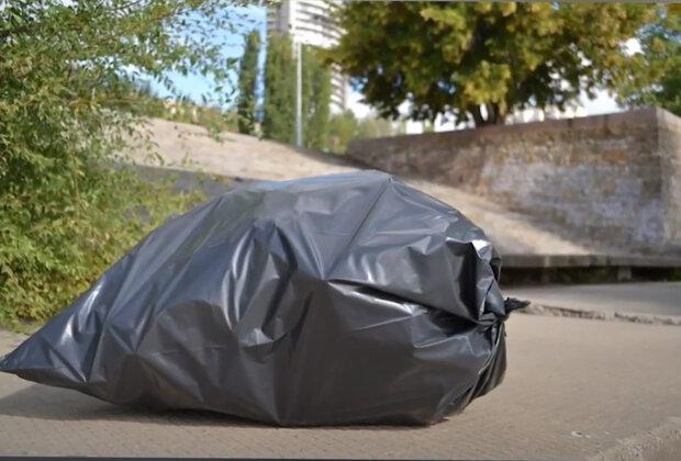 Upřímná láska: jak bezdomovkyně spí v pytli na odpadky na ulicích, aby zůstala se svými šesti psy