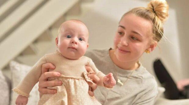 Osmnáctiletá Ebony usnula s bolestí hlavy: lékaři se probudili a řekli, že se stala matkou. Vzácný případ