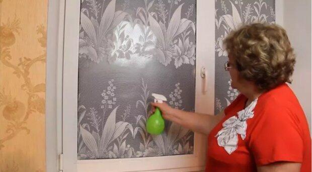Proč zkušené ženy v domácnosti lepí tyl na okna