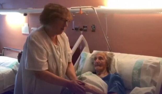 """""""Prostě se nemůžeš vzdát"""": Co pomohlo 102leté ženě dvakrát porazit virus a zotavit se"""