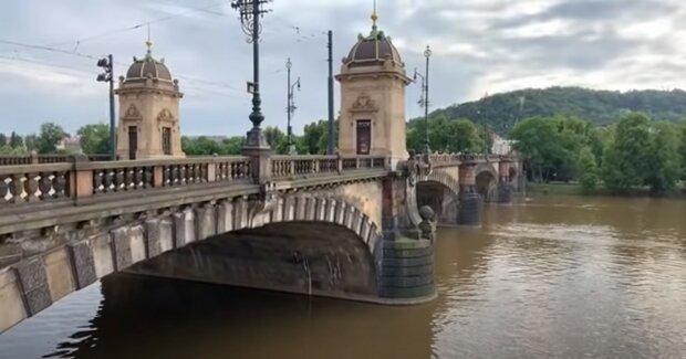 Kdy si Češi odpočinou od tropických veder: Meteorologové vydali předpověď na nejbližší dny. Platí vystraha před bouřkami