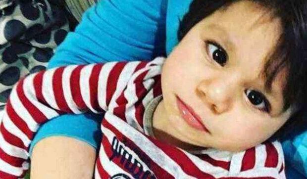 Žena adoptovala chlapce, kterého všichni odmítli. Jak se chlapec cítí po roce života v nové rodině