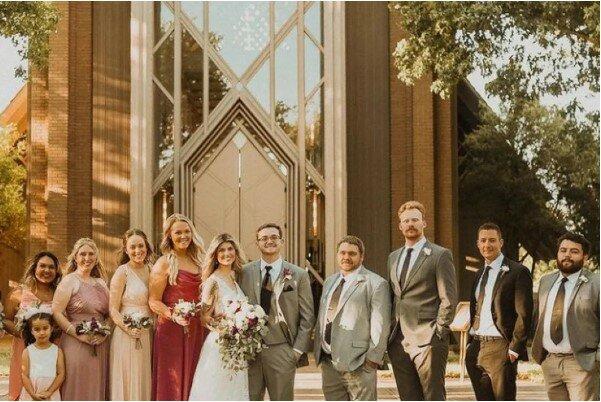 Nevěsta hledala kamarádky na svatbu a rozhodla se najít si pomoc na internetu