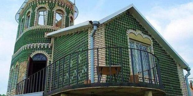 Muž postavil celý zámek z lahví: stavba trvala 20 let