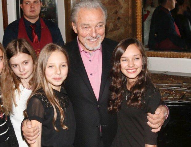 Tatínek Karel Gott byl by na svou dceru pyšný: Nelly dnes slaví 13. narozeniny