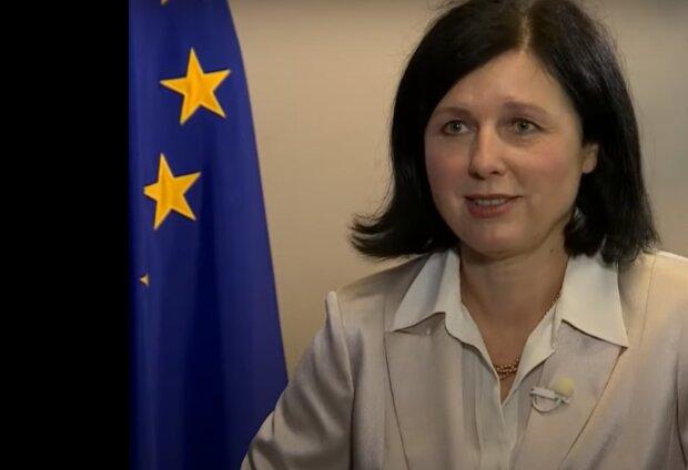 """""""Covid pas je super praktická věc před dovolenou"""": říká místopředsedkyně Komise Věra Jourová. Kdy bude hotový"""