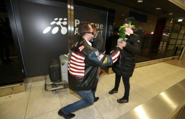 Proč odešla Dominika Gottová z Finska: neznámý muž potkal Dominiku na letišti s květinami