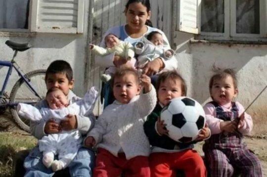 Nejmladší matka s mnoha dětmi: v 17 let měla slečna již sedm dětí