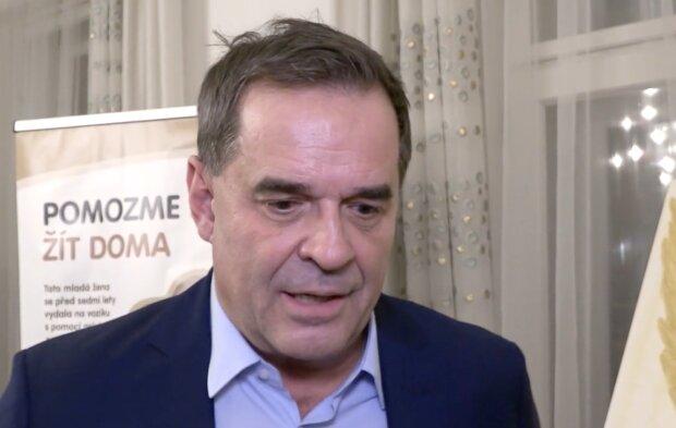 Otcovské starosti Miroslava Etzlera: Je známo, proč není v kontaktu se třemi staršími potomky