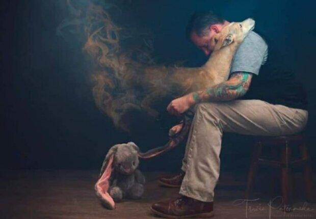 Když váš pes zestárne, zapínáte blok. Vidíte, jak váš milovaný pes zešedne, jeho svaly ochabnou. Všechno je jako u lidí. Ale bolí to