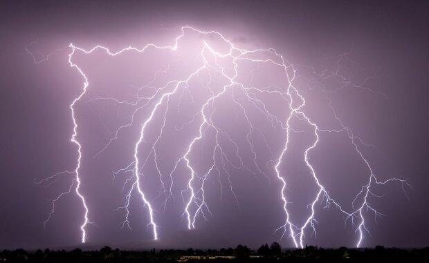 """""""Tropy vystřídá o víkendu déšť a bouřky"""": V neděli mohou denní teploty klesnout. Meteorologové řekli, jaké bude počasí o víkendu"""