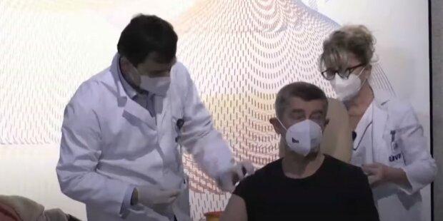 """""""Děkuju vám všem, kdo jste se zaregistrovali"""": Premiér Andrej Babiš zveřejnil údaje o očkování"""