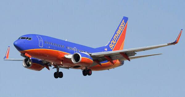 """""""Jednou na palubě"""": Pilot otočil letadlo a jednu z cestujících poprosil opustit místnost, podrobnosti"""