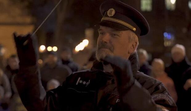 Policie poblahopřála obyvatelům České republiky k Vánocům: Dárek v neobvyklém stylu