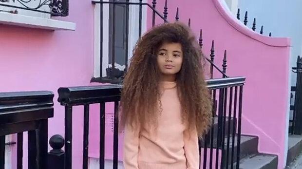 Chlapec zbohatl díky vlasům, škola ho ale může připravit o výdělek