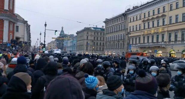 """Začalo. """"Svobodu Navalnému"""": Tisíce lidí po celém Rusku vyšly do ulic na podporu zatčeného Navalného. Diktatura ukázala svůj strach"""