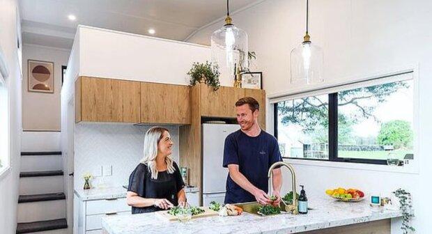 """""""Krása v jednoduchosti"""": pár se rozhodl postavit si svůj vlastní dům snů z přívěsu a výsledek je potěšil"""