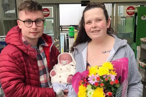 """""""Měla jsem podobné bolesti už předtím a pak jsem byla hospitalizována"""": Žena si spletla těhotenství s apendicitidou a porodila na parkovišti"""