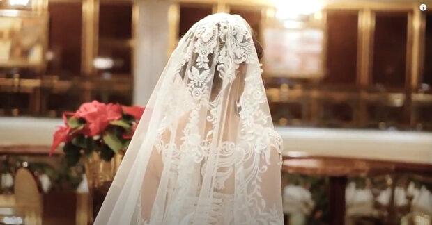 """""""Chceme, aby se tento svět trochu zlepšil"""": Novomanželé pozvali na svatbu 4000 lidí. Uprchlíci z jiné země se stali hosty"""