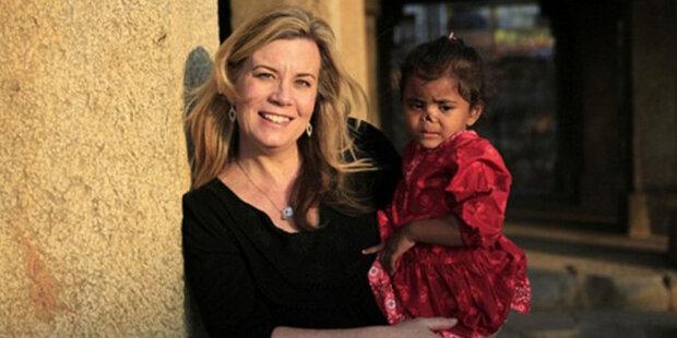 Žena adoptovala dvě dívky s rysy vzhledu: příběh rodiny