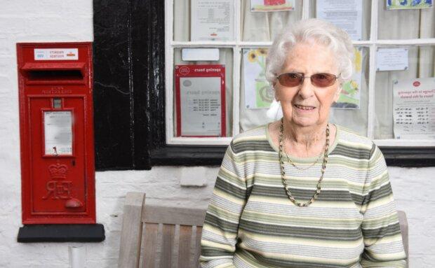 Poštovní pracovnice. Foto: snímek obrazovky Caters News Agency/Legion Media