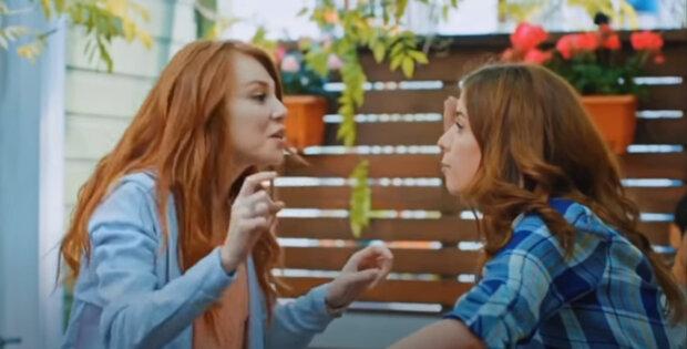 Nejlepší kamarádky byly tak podobné, že udělaly test DNA: Získané informace vedly k mnoha otázkám, které byly položeny rodičům. Štěstí dívek