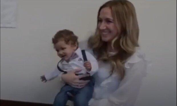 Nečekané překvapení z adopce: adoptivní děti ženy se v různých dobách ukázaly jako sourozenci