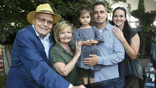 Dokonalá rodinka. Bývalá láska Dana Hůlky a Pepy Vojtka se pochlubila dětmi, manželem i tchánem a tchyní