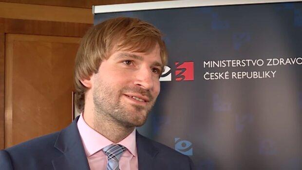 Bývalý ministr zdravotnictví Adam Vojtěch nastínil, kdy by se mohly otevřít restaurace a další služby