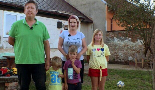 Rodina. Foto: snímek obrazovky extra.cz