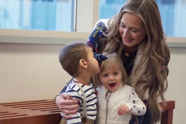 """Katie adoptovala dvě děti s ročním rozestupem, ale nevěděla, že jsou sourozenci, nikdo nevěděl: """"začala spolupracovat s kostelem"""""""