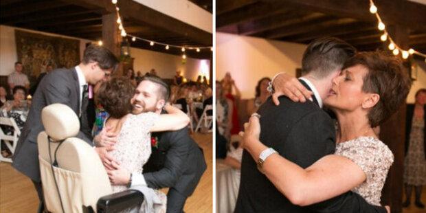 Podpora syna: syn zvedl maminku z invalidního vozíku a pozval ji na tanec