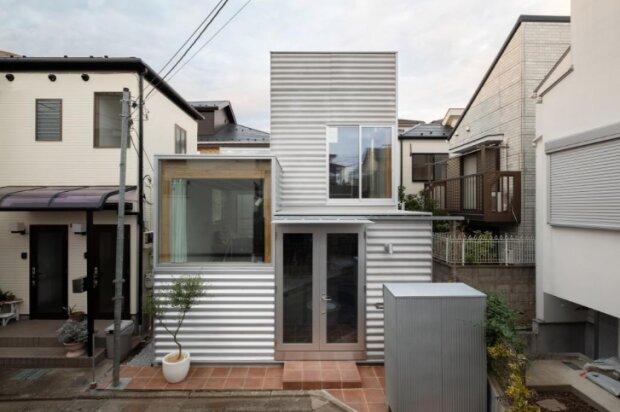 Na malém pozemku se nachází moderní dům o rozloze 26 m². Jak vypadá uvnitř