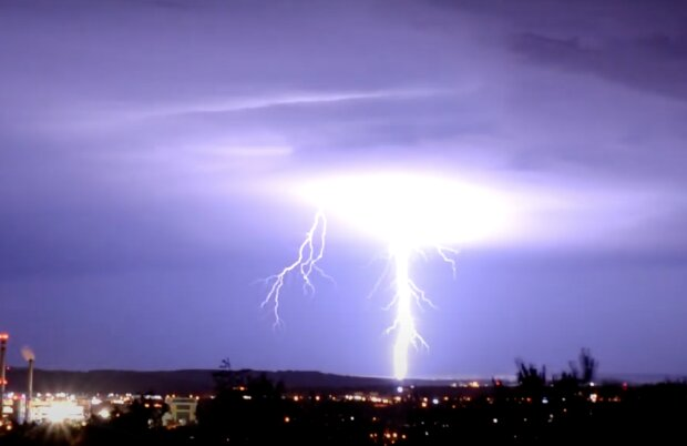 Meteorologové vydali výstrahu před silnými bouřkami s intenzivním deštěm: Je známo, kde platí